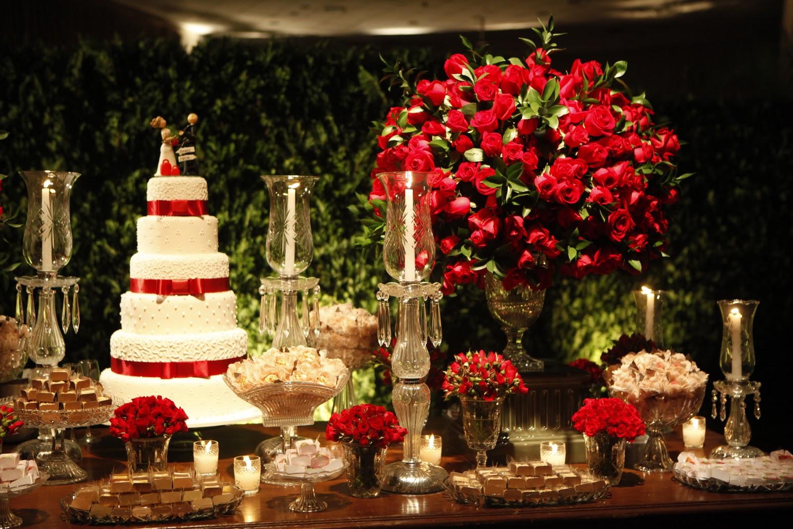 decoração de casamento na cor vermelha também pode incluir o