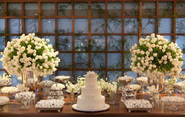 casamento verde e branco mesa doces
