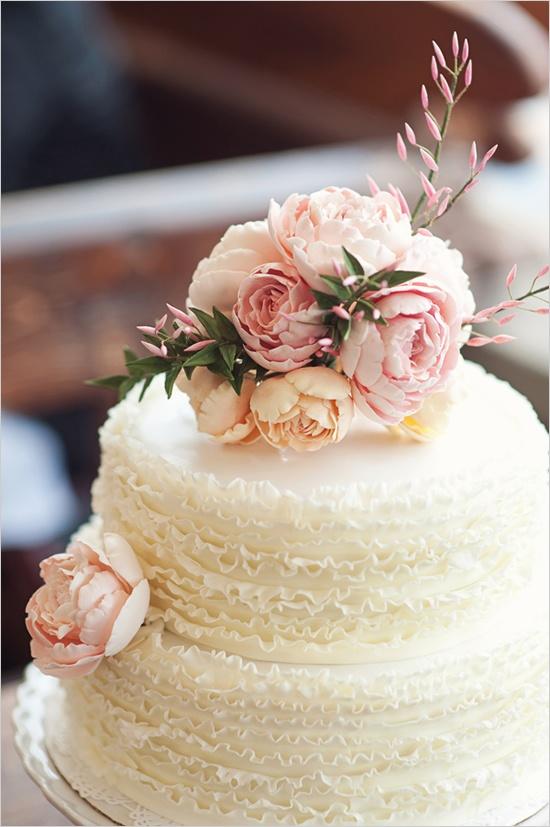Toda a alegria das flores no bolo de casamento