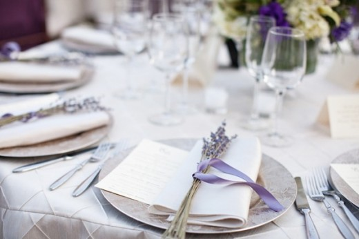 casamento-lavanda-pratos-mesa-convidados-e1362515949141