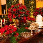 Decoração de casamento verde e vermelha