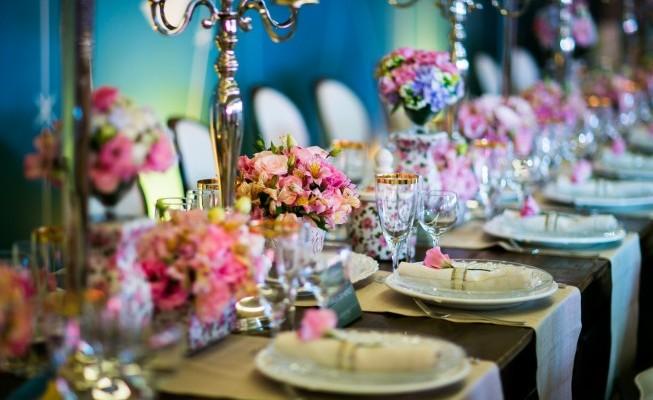 Cor-do-verão-2016-decoracao-rosa-casamento-Foto-Chá-das-Duas-THAIS-E-DANIEL-DECORACAO-INESQUECIVEL-091-1151-653x435-653x4001