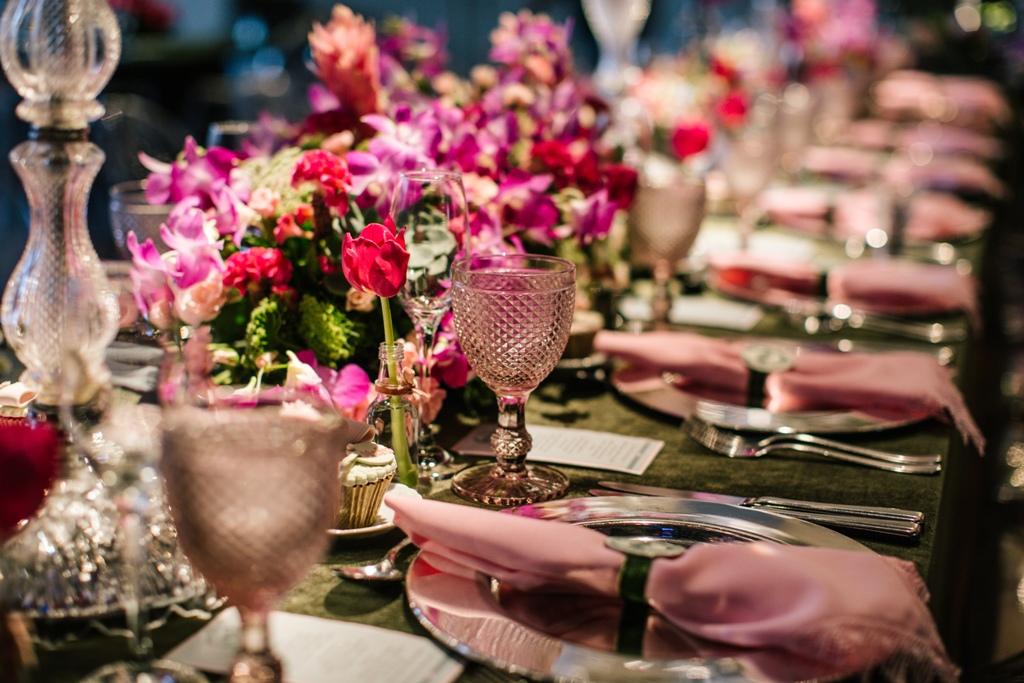 Cor-do-verao-2016-mesa-dos-convidados-decoracao-rosa-casamento-Foto-Alessandra-Pinho