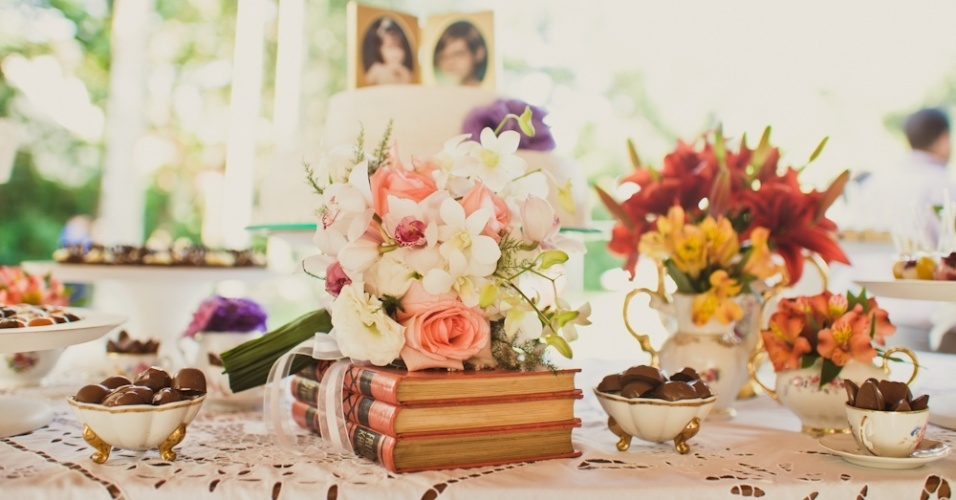 O charme dos livros na decoração de casamento