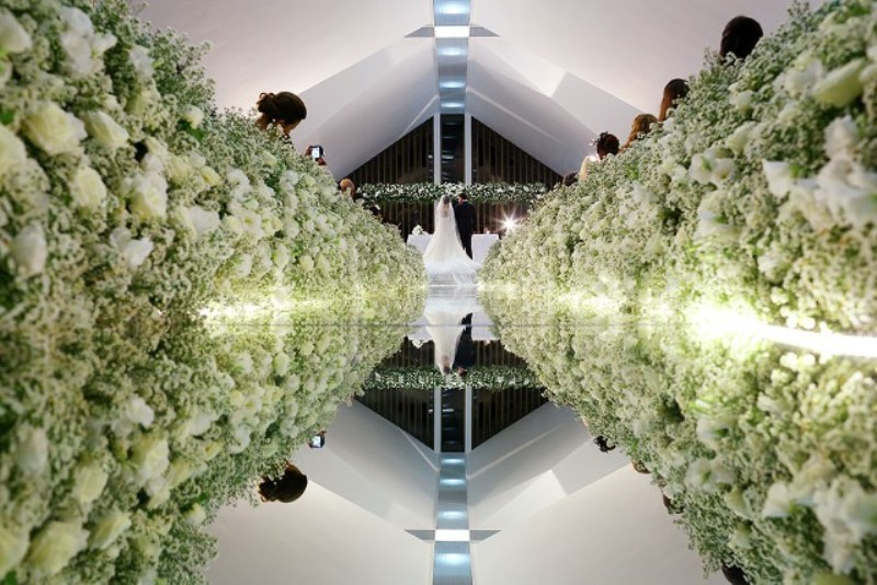 Passarela espelhada para o casamento