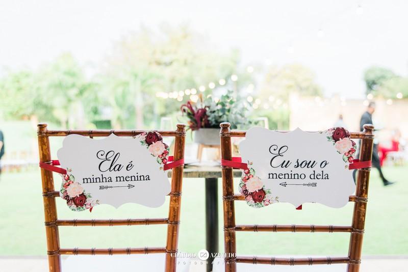 Inspiração para a decoração das cadeiras dos noivos