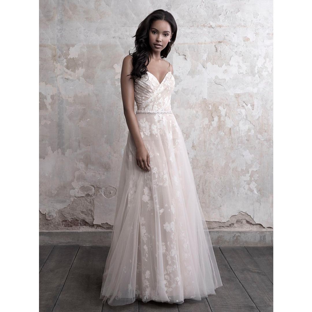 Eu sou pequena – como escolher o vestido de noiva?