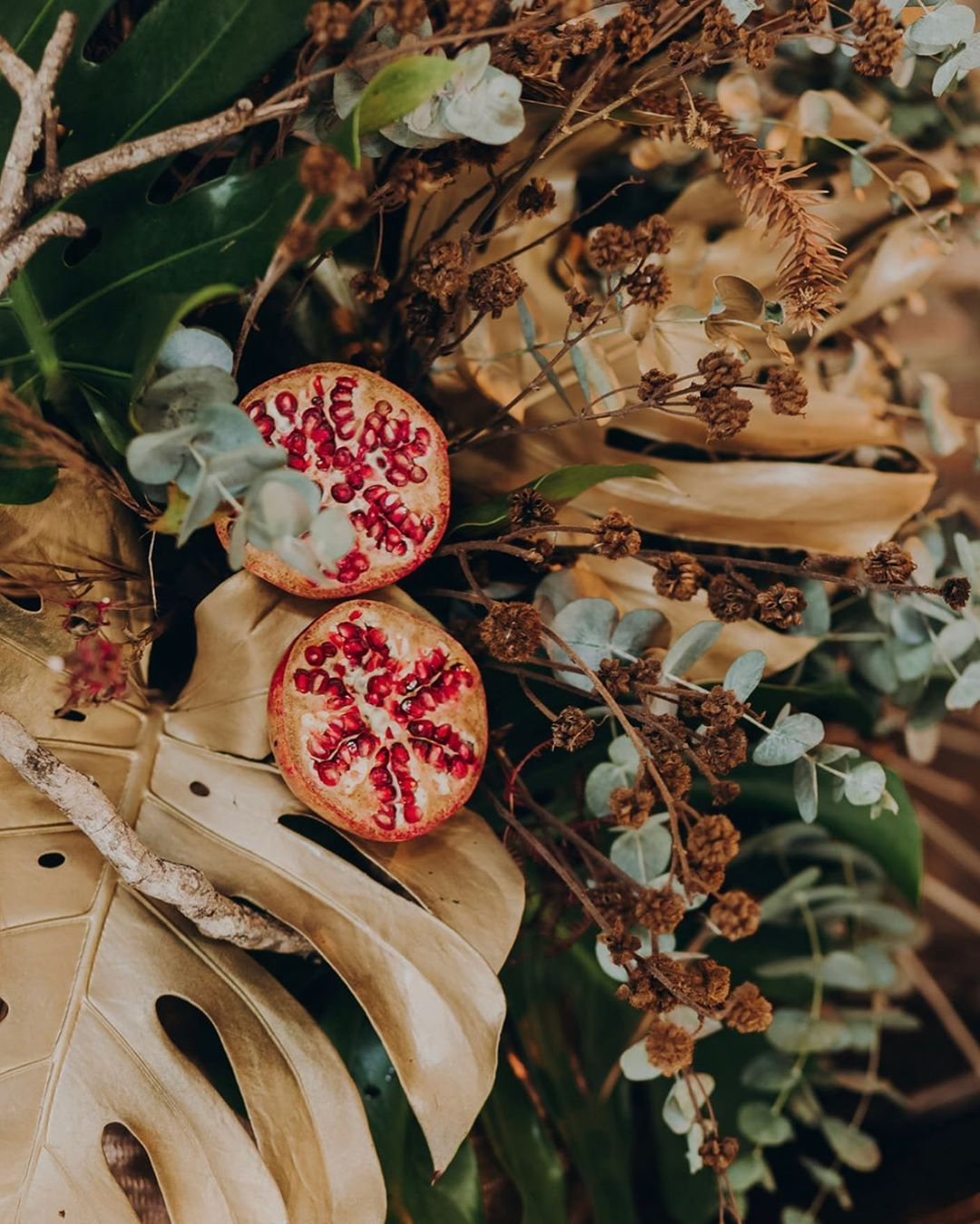 Buquês e arranjos com folhas secas