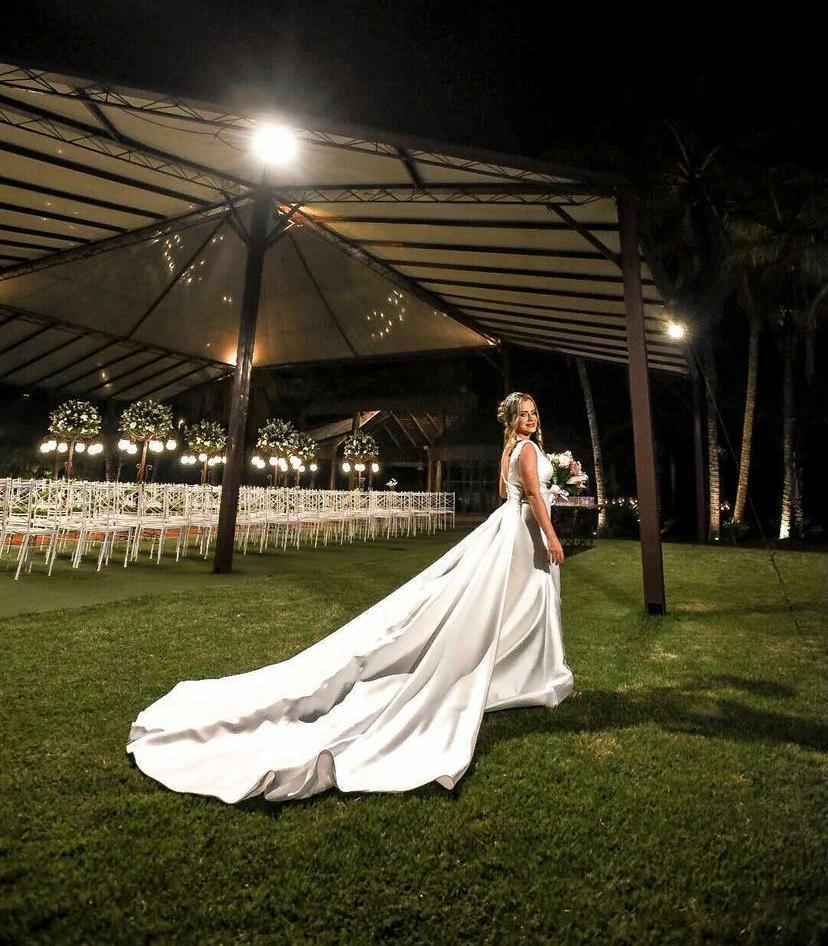 Casamento ao Ar Livre à Noite | Noiva Internovias Helena